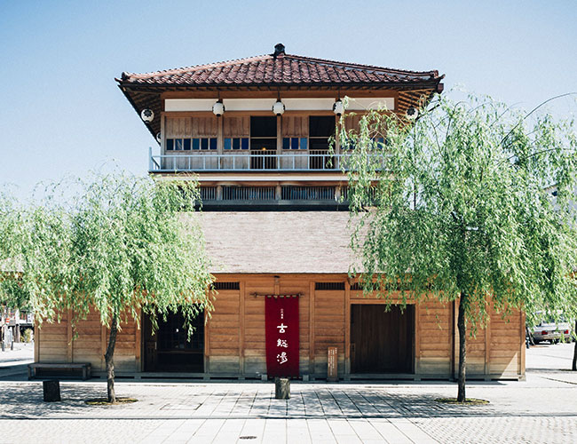 Visit hot springs not attached to lodging facilities in the Yamashiro Onsen resort